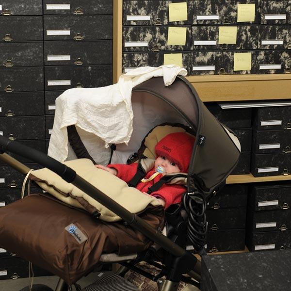 Kinderwagen im Archiv