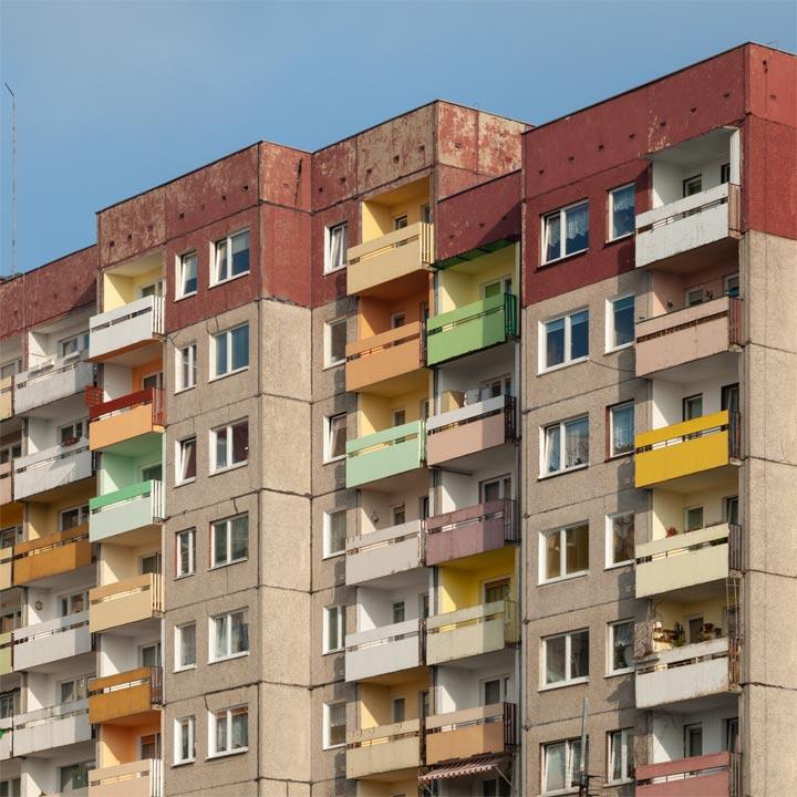 Hochhaus in Swinoujscie mit bunte Fassade