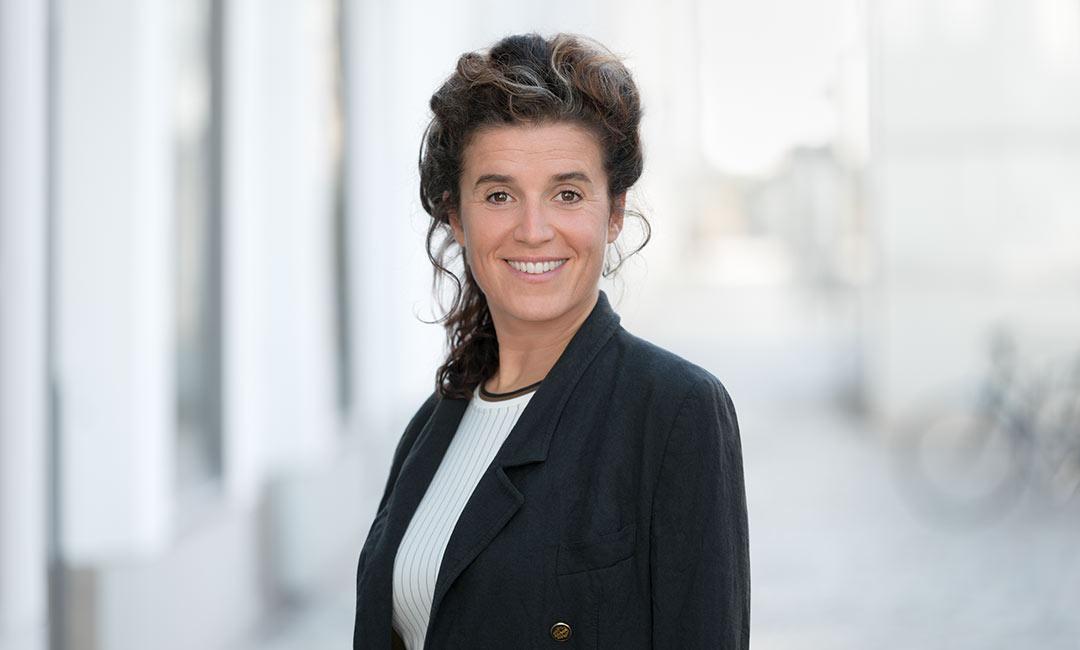 Business-Portrait einer Frau outdoor